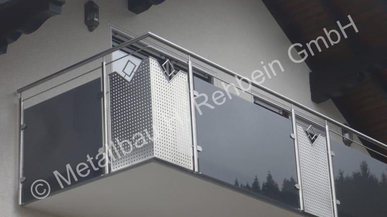 metallbau-rehbein-balkongeländer-mit-glasfüllung-13