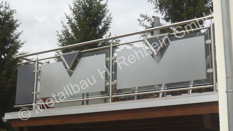 metallbau-rehbein-balkongeländer-mit-glasfüllung-14