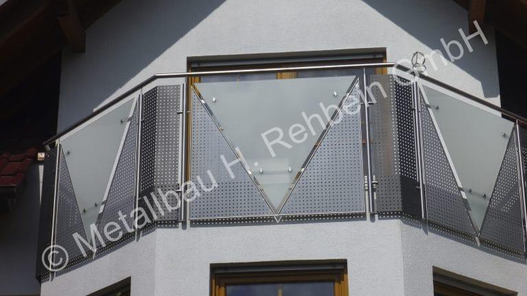 metallbau-rehbein-balkongeländer-mit-glasfüllung-15