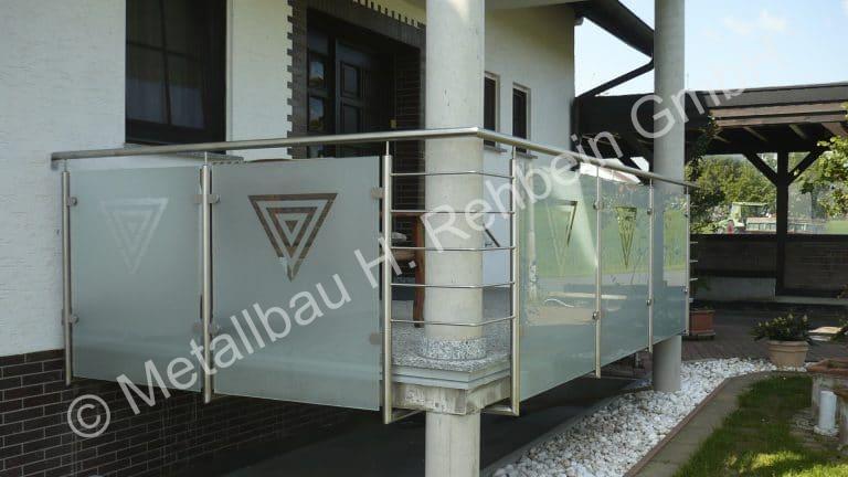 metallbau-rehbein-balkongeländer-mit-glasfüllung-6
