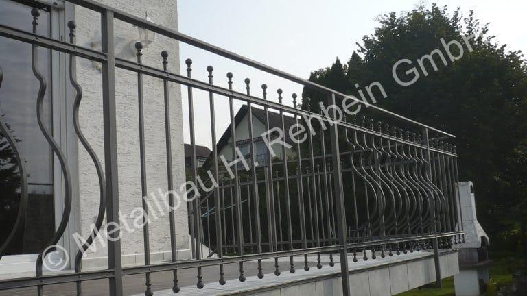 metallbau-rehbein-balkongeländer-mit-stahlfüllung-3
