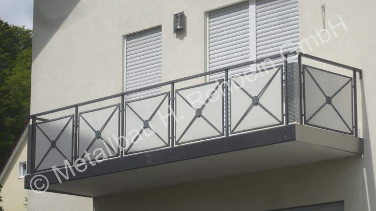 metallbau-rehbein-balkongeländer-mit-stahlfüllung-5
