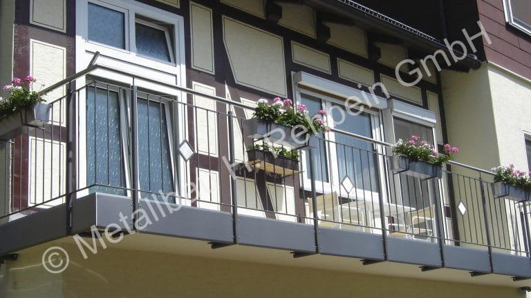 metallbau-rehbein-balkongeländer-mit-stahlfüllung-6