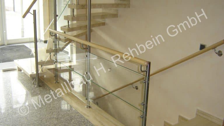 metallbau-rehbein-treppengeländer-mit-glasfüllung-1