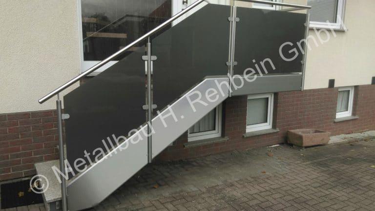 metallbau-rehbein-treppengeländer-mit-glasfüllung-2