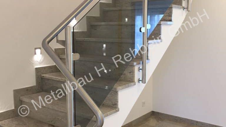 metallbau-rehbein-treppengeländer-mit-glasfüllung-3