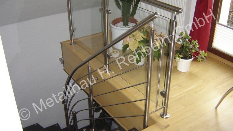 metallbau-rehbein-treppengeländer-mit-glasfüllung